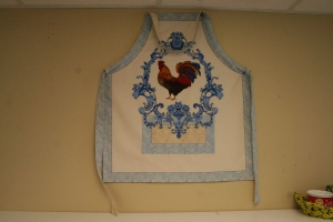 This block creates an adorable rooster apron. Perfect for a summer afternoon project with the kids!